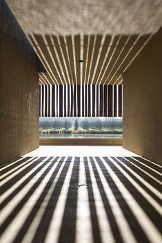 RCR Arquitectes Crematorium Hofheide - © Maxime Vermeulen Photographie Architecture Memorial, Museum Architecture, Concept Architecture, Architecture Details, Arch Light, Zen Place, Courtyard House, Light And Space, Facade Design