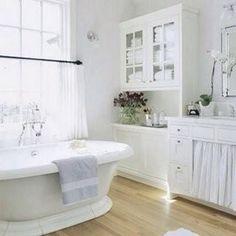 I love this bathroom! Lilac.