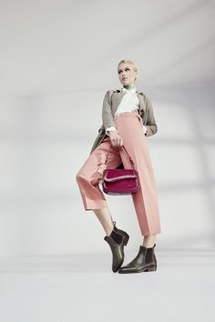 Sophisticated ankle boots, such as classic Chelseas, are on the road to success. Autumn is causing a sensation with clean silhouettes and cleverly placed decorative seams. Ankle Boots, Silhouettes, Chelsea, Campaign, Success, Urban, Autumn, Classic, Tops