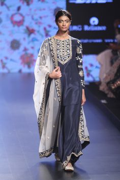 Payal Singhal at Lakmé Fashion Week summer/resort 2016 Lakme Fashion Week, India Fashion, Tokyo Fashion, Fashion Fashion, Street Fashion, Indian Wedding Outfits, Indian Outfits, Indian Dresses, Indian Attire
