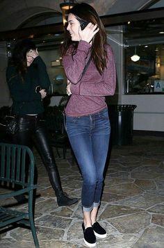 Para as mulheres que gostam de tênis, mas sentem dificuldade de montar looks modernos com ele, o Slip on pode ser uma ótima alternativa! Ele é confortável, moderno e pode montar looks super interessantes com calças, vestidos e saias. A top model do momento, Kendall Jenner, adora o seu modelo preto e usa de muitas …