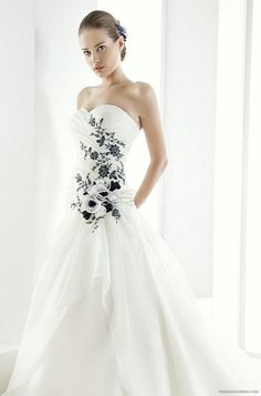 51e674db2c11 Be a Fashionable Bride with Black and White Wedding Dresses in Your Wedding