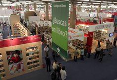 ¿Buscas un libro?, preguntan en la Feria Internacional del Libro de Guadalajara donde hay variedad de editoriales, autores y temas para todo publico. FOTO: Juan Boites / EL UNIVERSAL