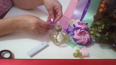 TUTORIAL FLOR ALEJA...TECNICA DE BOTON Nylon Flowers, Satin Ribbon Flowers, Cloth Flowers, Burlap Flowers, Ribbon Art, Diy Ribbon, Ribbon Crafts, Flower Crafts, Diy Flowers