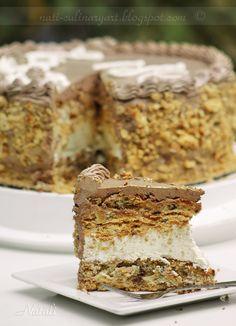 Culinary arts to be a chef or yourself: Kievs'ka torte / cake Kiev / Киевский Торт Russian Pastries, Russian Cakes, Russian Desserts, Russian Recipes, Torte Cake, Fudge Cake, Sweet Recipes, Cake Recipes, Dessert Recipes