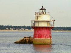 Lighthouse by hellowordone