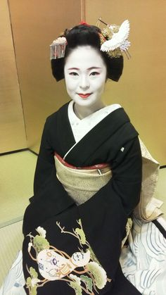 芸妓さんと舞妓さんのブログ (February 2017: maiko Katsuhina of Gion Kobu with...)
