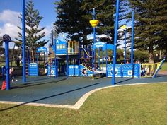South Beach Playground, South Fremantle - Buggybuddys guide for families in Perth Red And Yellow Flag, Australia Beach, Drink Plenty Of Water, Lifeguard, Hot Days, South Beach, Perth, Places To Go, Birthday Parties