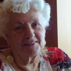 Lee Wachtstetter, an 86-year-old Florida widow, took her daughter's advice. She sold her five bedroom Fort Lauderdale area home on 10 acres and became a permanent luxury cruise ship resident after her husband