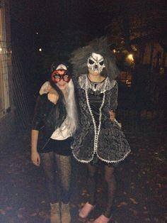 Maya en Roos met Halloween 2014 in Soesterberg