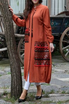 Gessy Etnik İşlemeli Boncuklu Uzun Tunik Kiremit | Moda Mistik Modern Hijab Fashion, Hijab Fashion Inspiration, Abaya Fashion, Muslim Fashion, Modest Fashion, Fashion Dresses, Ethnic Fashion, Pakistani Dresses Casual, Pakistani Dress Design