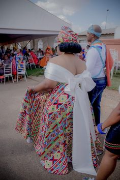 A Gorgeous Ndebele-Xhosa Wedding South African Traditional Dresses, Traditional Wedding Dresses, African Bridal Dress, African Dress, Egyptian Goddess Costume, South African Weddings, African Fashion Ankara, African Design, African Attire