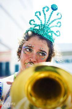 """A mãe natureza Isabel Svoboda e sua linda """"barriga carnavalesca"""": ano que vem tem mais um foliãozinho no carnaval carioca"""