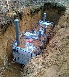 Discover thousands of images about Fosa septica din rezervoare IBC Diy Septic System, Septic Tank Systems, Backyard Projects, Outdoor Projects, Garden Projects, Septic Tank Design, Fossa Séptica, Douche Camping, Ibc Tank