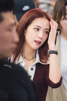 Kpop Girl Groups, Korean Girl Groups, Kpop Girls, Blackpink Jisoo, Yg Entertainment, Black Pink ジス, Jennie Blackpink, Airport Style, South Korean Girls