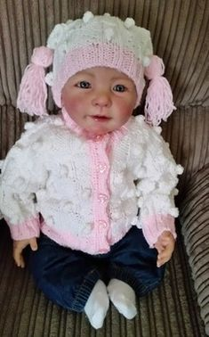 Cardigan, hat, bootees and mittens fits a 0-3 month baby