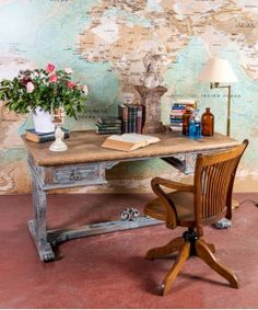 #escritorio #mesa #despacho #oficina #bludecor #mobiliario #officine #mueblesantiguos #tiendademuebles #decoraciondeinteriores #silladespacho #sillaescritorio #frenchdecor #frenchfurniture #estilofrances #mueblesparisino #francia Corner Desk, Dining Table, Furniture, Home Decor, Arquitetura, World, French Desk, Desk Chairs, Old Desks
