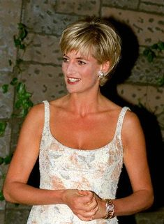 GOLD AND DIAMOND VERDURA DOUBLE CRESCENT BRACELET EXCLUSIVE : LADY DIANA ATTENDS CHRISTIE'S SALE. Image: © GRAHAM TIM/CORBIS SYGMA Photographer: Tim Graham Date Photographed: June 23, 1997