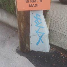 #graff #graffiti #graffitiart #northvancouver #northvan #pole #grey #blue #pedestrians #10kmph #max #orange
