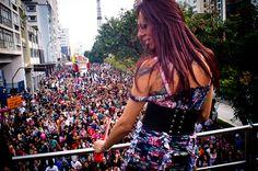 Parada Gay e Orgulho GLBT de São Paulo 2012. Mais de 1 milhão de pessoas ocupam o centro da cidade.  10/06/12 (CC BY-SA) Fora do Eixo