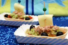 ENSALADA DE PIMIENTOS ASADOS CON ATÚN Y GUACAMOLE EN BARQUITOS - LOS INVENTOS DE CARMELA Guacamole, Mexican, Ethnic Recipes, Party, Food, Appetizers, Salads, Cooking, Eat Healthy