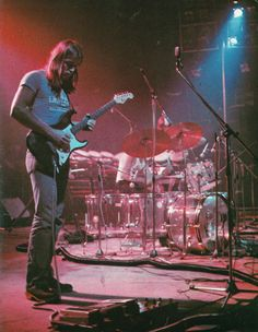 Seeing as how KOLluvah & I have highjacked the Good Looking Men thread with pictures of David Gilmour.I decided it would be best to create our own thread for the other Pink Floyd/Gilmour fans on Musica Punk, David Gilmour Pink Floyd, Good Daddy, Best Guitarist, Roger Waters, Jimi Hendrix, Wedding Humor, Classic Rock, Art And Architecture
