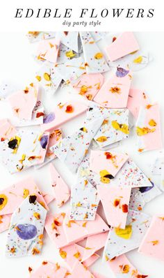 Color Blocked Chocolate Bark with Edible Flower Sprinkles. Hey your flower is in my chocolate! A pretty snack perfect for baby and bridal showers! Or easter baskets Slow Cooker Desserts, Chocolates Gourmet, Eat This, Bark Recipe, Diy Recipe, Flower Food, Eat Cake, Food Inspiration, Sweet Treats