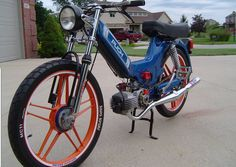 Puch – Page 8 – pedShow Puch Moped, Moped Motorcycle, Moto Scooter, Vintage Moped, Vintage Bicycles, Custom Moped, Custom Bikes, Small Motorcycles, Cool Bikes