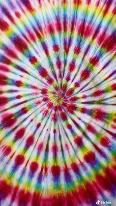 Tie Dye Fashion, Diy Fashion, Tie Dye Blanket, Diy Bed Sheets, Tie Dye Sheets, Tie Dye Bedding, Tie Dye Crafts, Tie Dye Techniques, How To Tie Dye