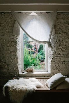 bed-window-stone-wall-ACSSEP2017