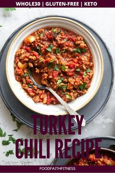 This healthy chili recipe is sure to warm you up on a cool evening. Cook some up for the entire family as a dinner that is as delicious as it is healthy. Keto Chili Recipe, Chili Recipes, Seafood Recipes, Whole30 Dinner Recipes, Gluten Free Recipes For Dinner, Paleo Meals, Healthy Chili, Healthy Soup Recipes, Healthy Foods