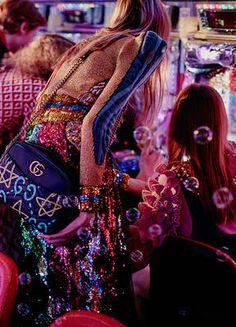東京の街が持つコントラストとアレッサンドロ・ミケーレのコレクションが放つエネルギーがコネクト。広告ビジュアルの舞台裏をご覧ください。