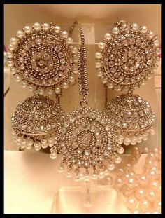 Jewelry OFF! 67 Best Ideas For Wedding Indian Jewellery Gold Gold Jhumka Earrings, Indian Jewelry Earrings, Jewelry Design Earrings, Gold Earrings Designs, Hoop Earrings, Gold Jewelry, Ruby Earrings, Fashion Earrings, Silver Jhumkas