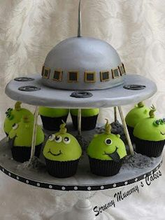 alien cake and cupcakes