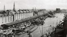 Sandtorhafen, etwa 1889: Seeschiffe liegen umringt von kleineren Schuten an der Kaimauer, dahinter die gerade errichtete Speicherstadt.