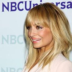 Nicole Richie's bangs and medium-length cut Medium Hair Cuts, Medium Hair Styles, Hairstyles With Bangs, Pretty Hairstyles, Beauty Lookbook, Hair Due, Dark Red Hair, Let Your Hair Down, New Haircuts