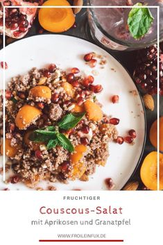 Der Sommer steht vor der Türe und sind wir ehrlich, warme Gerichte locken uns jetzt nicht mehr wirklich. Aber es muss nicht immer der klassische Salat sein, es geht auch anders! Wie wäre ein fruchtiger Couscous-Salat mit Granatapfel?