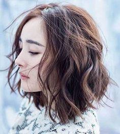 Giới thiệu các kiểu tóc ngắn uốn xoăn nhẹ đẹp nhất cho nữ lựa chọn một kiểu ưng ý cho bản thân. Đây là những biến thể tóc uốn xoăn đang hot nhất năm nay.