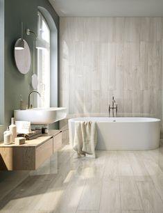 Spalanca infiniti orizzonti di stile nel tuo bagno classico con il gres effetto legno bianco Infinity White. La finitura lappata farà risplendere di luce le pareti della tua casa. | Gres porcellanato effetto legno chiaro | Gres porcellanato finto parquet | Gres porcellanato lucido | Pavimento bagno | Pavimenti bagno | Rivestimento bagno | Rivestimenti bagno | Idee bagno | #bagno #bagnoclassico #rivestimenti #pavimenti #gres #gresporcellanato #iperceramica #lamiacasaiper
