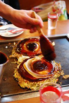 Japanese food Making Okonomiyaki Japanese Pancake on Teppan Iron Plate, Eat As You Like|お好み焼き