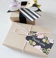 Free printable wedding tags and bows in whimsical botanical print #wedding #printable