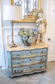 Frank chaired french country shabby chic home Modern French Country, French Country Kitchens, French Country Bedrooms, French Country Farmhouse, Country Bathrooms, Rustic French, French Country Dining Room, French Style, Rustic Style