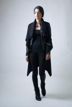 Black Jacket / High Collar Coat Asymmetrical Vest door marcellamoda.