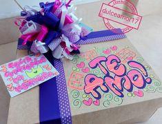 Hermosos detalles 💜 @dulceamor17 Hermosos y deliciosos desayunos, meriendas y anche... | Yooying Candy Bouquet, Diy And Crafts, Valentines, Lettering, Box, Birthday, Gifts, Bag Packaging, Valentine's Day Diy