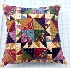 Laundry Day Pillow from WashTub Quilts - do this with scrappy brights Diy Pillow Covers, Diy Pillows, Sewing Pillows, Custom Pillows, Decorative Pillows, Applique Cushions, Patchwork Cushion, Quilted Pillow, Small Quilts