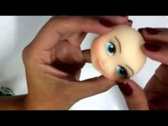 Bia Cravol ensinando a fazer e colocar cílios postiços em bonecos de biscuit - YouTube