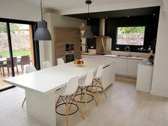 Cuisine mat design moderne à NANTES - Gwendolyn Steele Home Decor Kitchen, Kitchen Furniture, Kitchen Interior, Home Kitchens, Furniture Design, Sweet Home, Kitchenette, Modern Kitchen Design, Dining Area