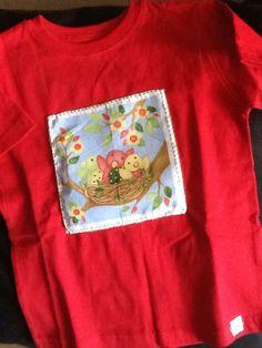 t-shirt de criança com aplicações.Vários tamanhos.