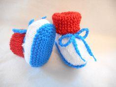 chaussons bébé au couleur du drapeau français  un clin d'œil pour l équipe de foot qui on gagné 5/2