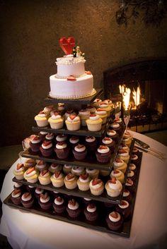 Cakcake tower wedding cake.